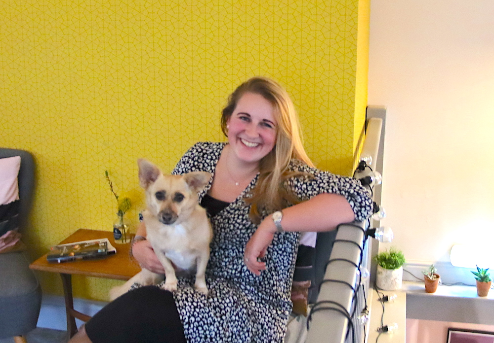 izzie dabbles sitting-with-fifi her dog